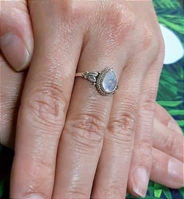 Anel Indiano Prata 925  com Gema Natural Pedra da Lua (FEITO A MÃO) .