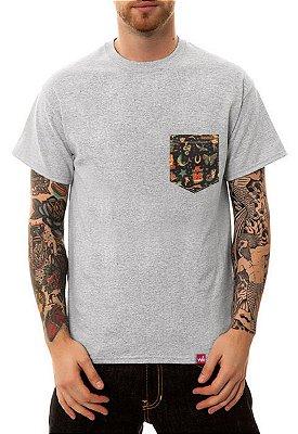 Camiseta Manga Curta Wevans Bolso Aplique Old Shool