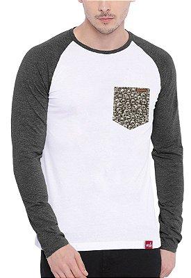 Camiseta Manga Longa Wevans Bolso Aplique Caveiras