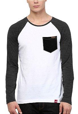 Camiseta Manga Longa Wevans Bolso Aplique Textura Preto