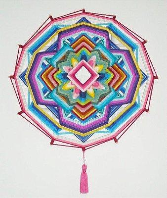 Mandala 30 cm em lã e 12 pontas