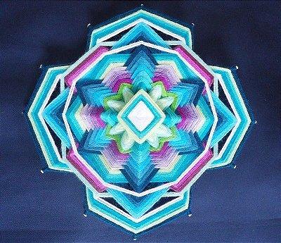 Mandala 12 pontas azul, verde e violeta