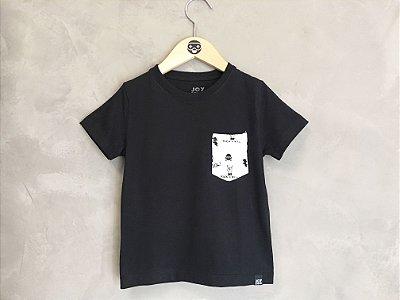 Camiseta bolso pirata - preta