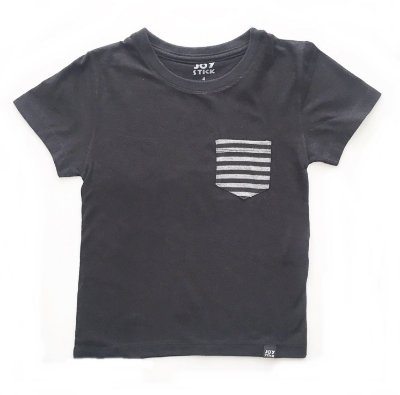 Camiseta básica lisa com bolso listrado