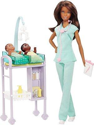 Barbie Médica Pediatra Enfermeira + 2 Bebe + Morena