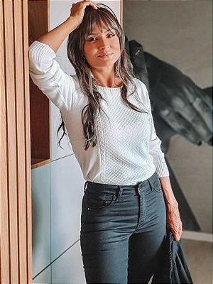 BLUSA FEMININA TRABALHADA COM FANGUE E TRANÇAS DECOTE CANOA