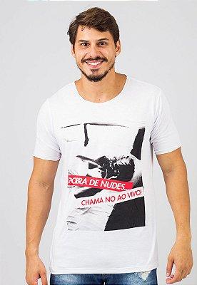 Camiseta Gola Redonda a Fio Branca Busted Chama no Ao Vivo