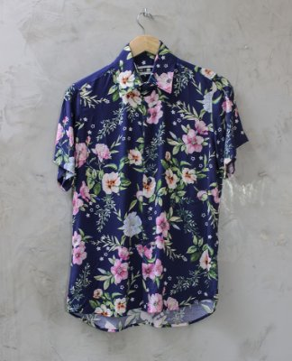 Camisa de Botão Azul Marinho Floral