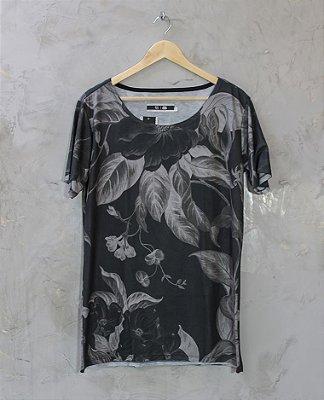 Camiseta Gola Canoa Preta Floral