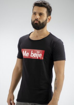 Camiseta Gola Redonda a Fio Preta Me Beije
