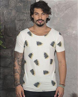 Camiseta Gola Canoa Off-White Folhas Pretas