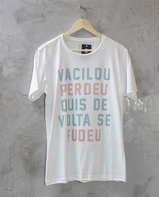 Camiseta Gola Redonda a Fio Branca Vacilou Perdeu