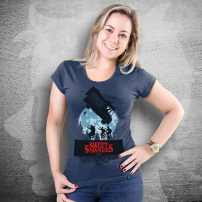 CAMISETA STRANGERS THINGS | SWEET STRANGERS | FEMININA