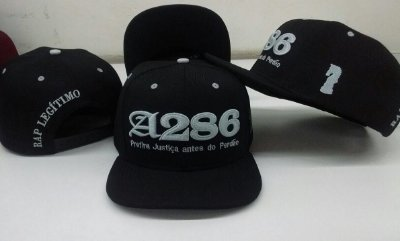 Boné A286, preto e prata