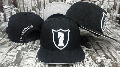 Boné Rap Legítimo escudo, preto e branco
