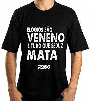 Camiseta, frase: Elogios são veneno e tudo que...
