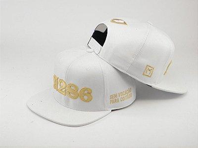 Boné A286 (Me Ame ou Odeie) - branco e dourado