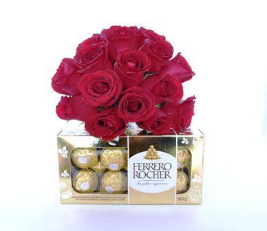 Buquê com 15 Rosas mais Chocolate Ferrero Rocher