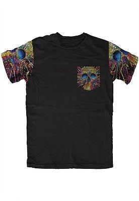 Camiseta - Skull Colors - Manga e Bolso