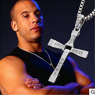 Colar Velozes E Furiosos  8 Dominic Toretto Com Pingente de Cruz Prata