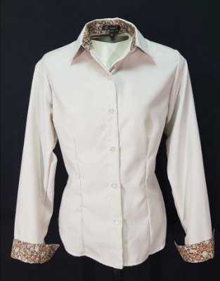 Camisa Bege com Det. Floral Prática (amassa pouco)