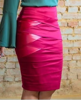 Saia Secretária em Sarja com recortes em Couro Ecológico Marsala - Moda Executiva evangélica