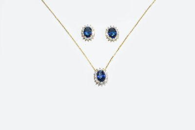 Conjunto de brinco e corrente folheado a ouro 18K com  zircônias na cor azul escuro e cravejado com mini zircônias na cor cristal - Moda executiva e evangélica - Amoii