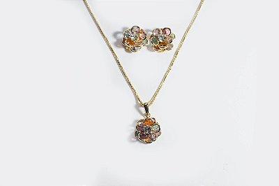Conjunto de brinco e corrente folheado a ouro 18K , de flor com pétalas (bolinhas) coloridas e miolo em pedra de strass - Moda executiva e evangélica - Amoii
