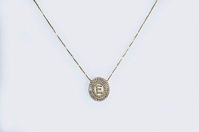 Colar com mandala oval com a letra E, cravejada de zircônias - Moda executiva e evangélica - Amoii