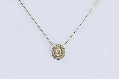Colar com mandala oval com a letra A, cravejada de zircônias - Moda executiva e evangélica - Amoii