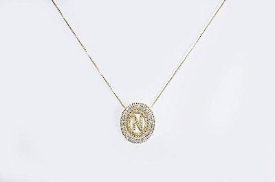 Colar com mandala oval com a letra N, cravejada de zircônias - Moda executiva e evangélica - Amoii