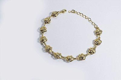 Pulseira folheada a ouro 18K, com pingentes em formato de rosa e com zircônia dentro da rosa - Moda executiva e evangélica - Amoii