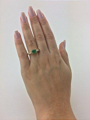 Anel solitário folheado em ouro 18K , com zircônia cravejadas na cor verde esmeralda - Moda executiva e evangélica - Amoii