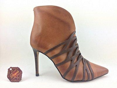 Bota Caramelo com detalhes Marrom Verofatto – Amoii – Moda Executiva e Evangélica