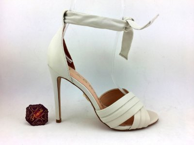 Sandália de amarrar Off-White Couro Carrano – Amoii – Moda Executiva e Evangélica