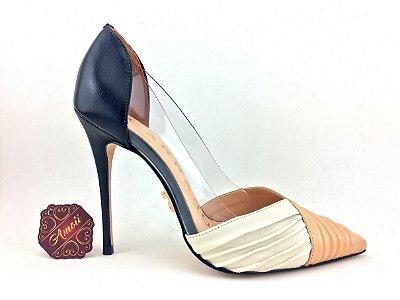 Scarpin Frisado Tricolor em Vinil/Couro Carrano – Amoii – Moda Executiva e Evangélica