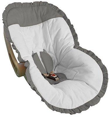 Capa de Bebê Conforto Branca com Babados e Detalhes em Cinza