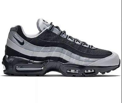 Tênis Nike Air Max 95 - Preto e Branco
