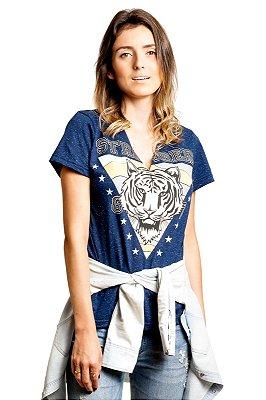 "Camiseta Decote ""V"" Tigre Botonê Azul"