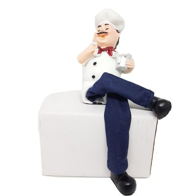 Chefe de Cozinho Sentado com Caneca de Resina