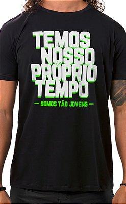 Camiseta Masculina Tão Jovens Preto