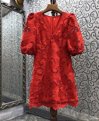 Vestido mini rendado decote V