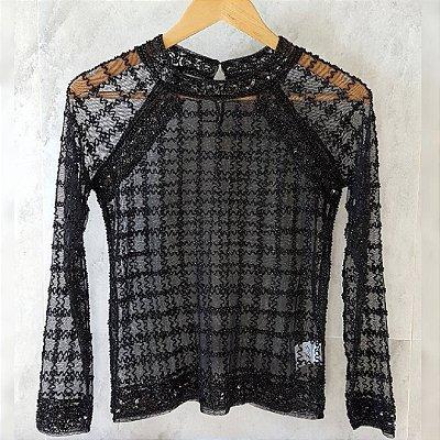 Camisa de tule preta com paetês e bordado