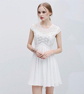 Vestido trapézio crepe branco apliques busto