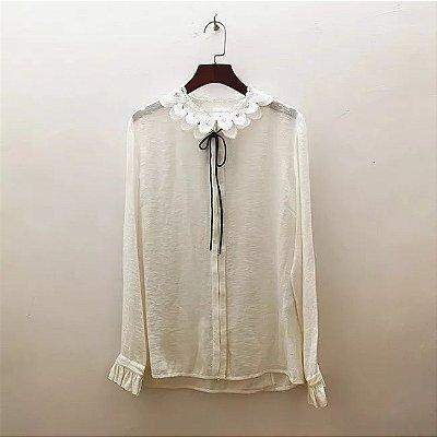 Camisa vintage gola virada renda fita amarração