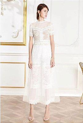 Vestido midi rendado branco manguinha sem decote