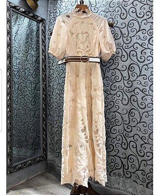 Vestido midi rendado pêssego gola alta manga bufante