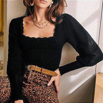 Blusinha tricot punho ajustado decote quadrado