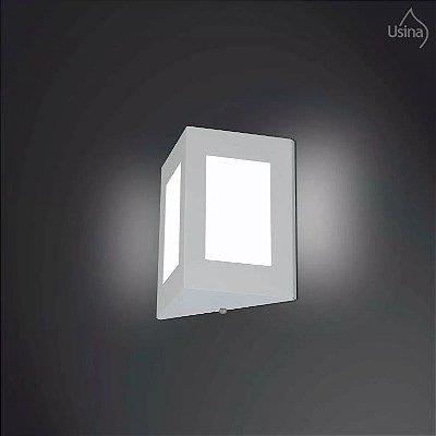 Arandela Externa Fechada Triangular Alumínio Fosco Vidro 20x18 Usina Design E-27 5081/1 Muros e Jardins