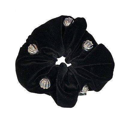 Elástico - Scrunchie de Veludo Preto com Bolinhas Prateadas